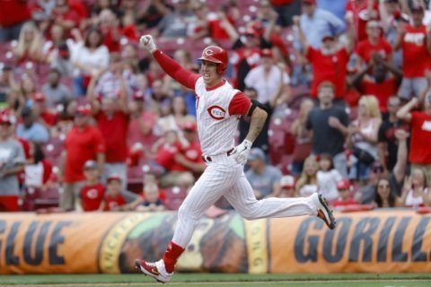 Lorenzen's 9th-inning pinch double lifts Reds over D-Backs