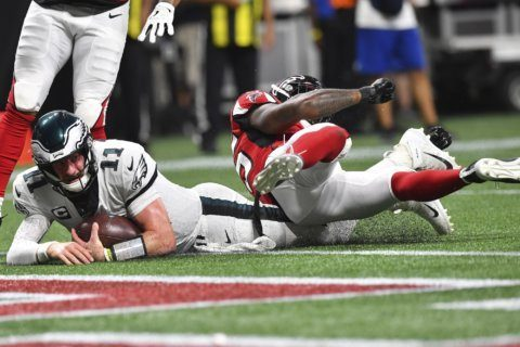Wentz, Eagles come up short on injury-marred night