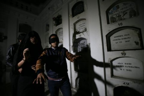 In Ecuador, a nighttime crypt visit for the morbidly curious