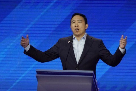 At Philadelphia rally, Andrew Yang casts himself as underdog