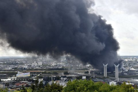 Air tests OK after France chemical plant fire, officials say