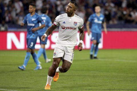 Depay's penalty rescues 1-1 draw for Lyon against Zenit