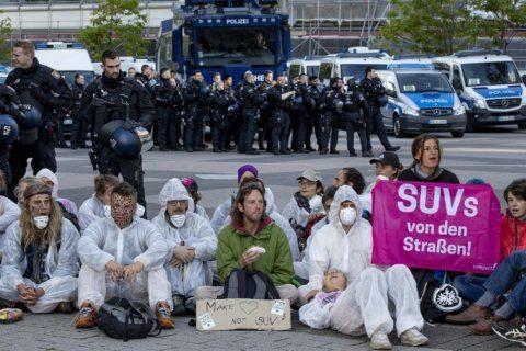 Activists block main entrance to Frankfurt auto show