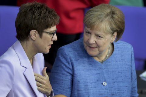 German govt defends separate ministerial flights to US