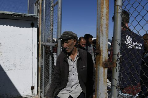 The Latest: 5 EU nations agree, for now, to take migrants