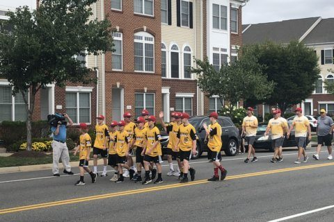 Loudoun Co. celebrates Little League success with parade in South Riding