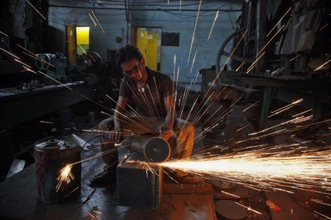 India's economy slows, stalling once thriving manufacturing