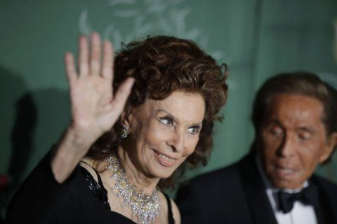 Sophia Loren, Valentino receive standing ovation in Milan