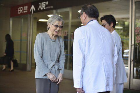 Former Japanese empress leaves hospital after cancer surgery