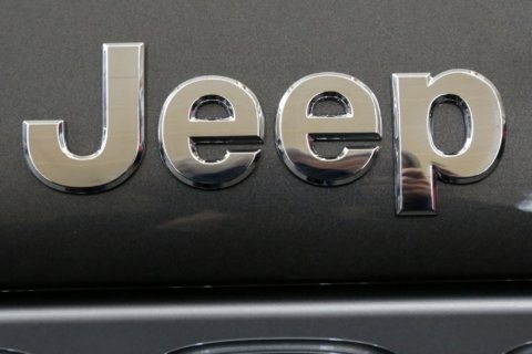 US opens probe of steering problems, welds in Jeep Wranglers