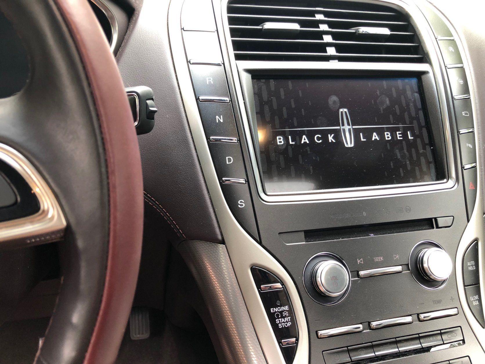 Lincoln Nautilus Black Label dashboard