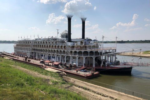 Water quality sensor hitching ride on Mississippi River boat