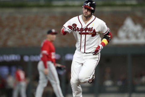 LEADING OFF: Braves streaking, Harper hurting, Arizona rolls