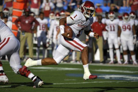 Hurts has 439 scrimmage yards, No. 5 Oklahoma's routs UCLA