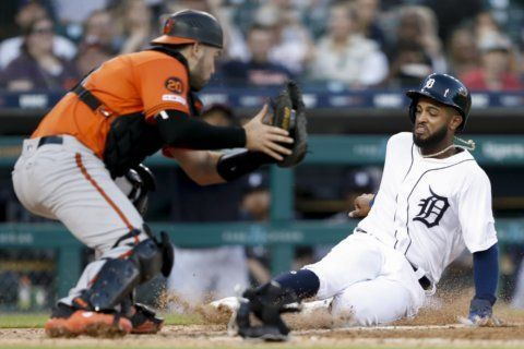 Hicks, Reyes power Tigers past Orioles in 12 innings 8-4