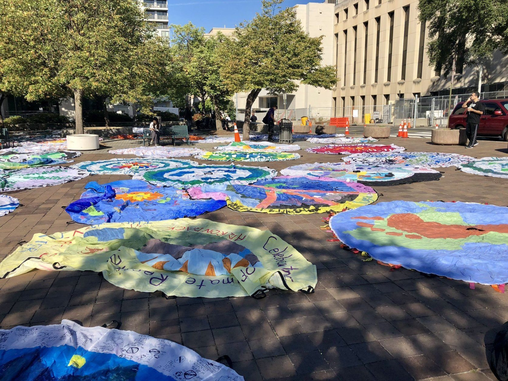 Climate protesters brought decorated parachutes to the area around the Newseum, in D.C., before the beginning of the march. (WTOP/Nick Iannelli)