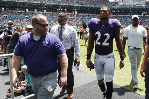 Ravens CB Smith to miss 'multiple weeks' with knee injury