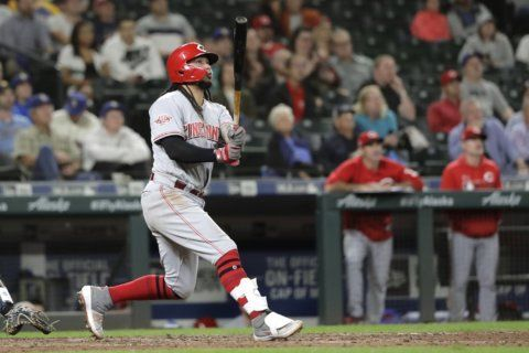 Galvis slam leads Reds; M's rookie Lewis homers again