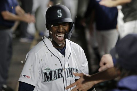 Mariners rookie Lewis homers 3rd game in row since debut