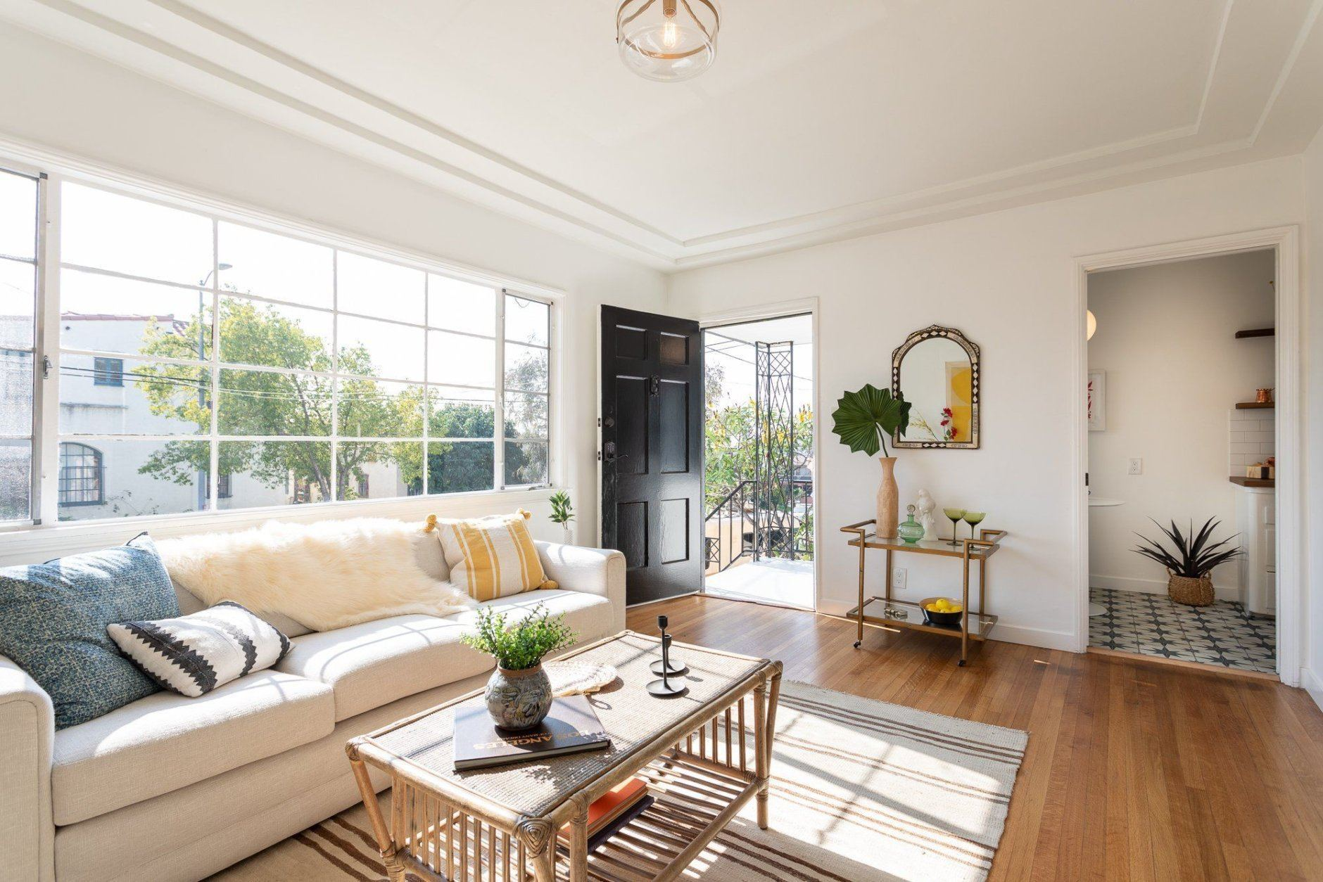 This one-bedroom between Silver Lake and East Hollywood sold as a tenancy in common for $430,000.