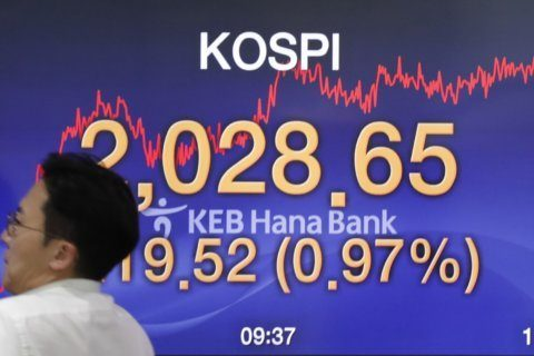 Global stocks mostly rise as investors watch central banks
