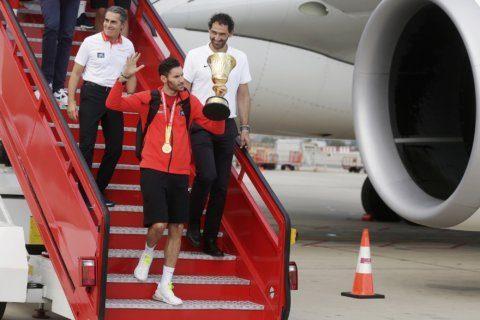 Spanish king welcomes basketball world champions