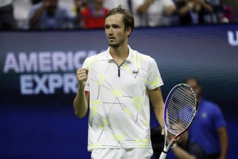 Medvedev earns US Open cheers during and after loss to Nadal
