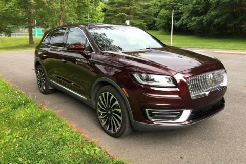 Car Comparison: Which midsize luxury SUV is right for you?
