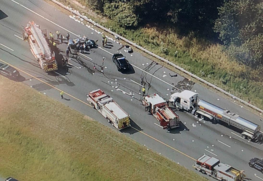 A multivehicle crash on I-95 in Maryland closed lanes on Thursday, Sept. 12, 2019. (NBC Washington/Brad Freitas)