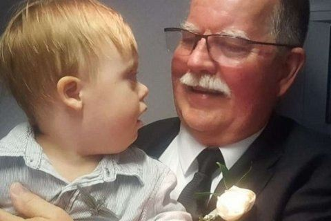 WATCH: Retiring pilot on his last flight, gives his wings to toddler