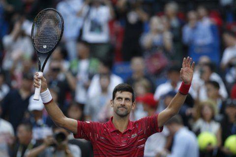 Djokovic in Shanghai quarterfinals, Isner reaches 1,000 aces