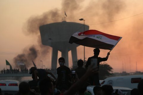 Iraqi protesters defy curfew as violence leaves 33 dead