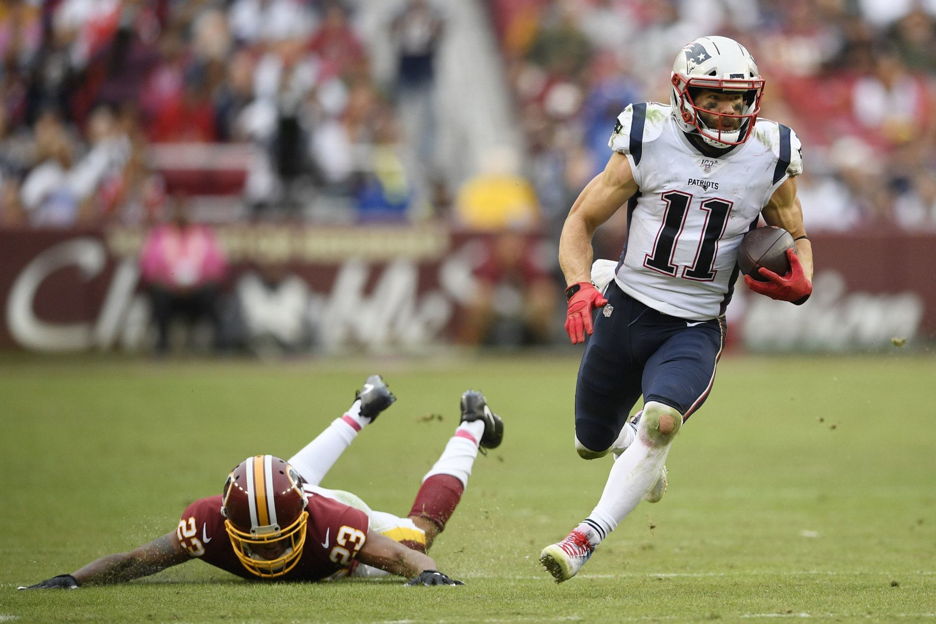 <p><b><i>Patriots 33</i></b><br /> <b><i>Redskins 7</i></b></p> <p>Tom Brady, in what amounted to a bonus home game, moved into third place on the all-time passing yardage list, while the New England defense still has yet to allow more than one offensive touchdown in a game this season. The Patriots are three weeks away from playing a team that can really challenge them but that six-week slate (Browns, at Ravens, at Eagles, Cowboys, at Texans, Chiefs) will tell us if this is an all-time great team or just one good at beating up on bad teams.</p>