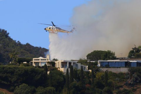 Wildfire burns near hilltop homes in coastal Los Angeles