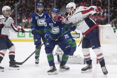 Backstrom scores in shootout, Capitals beat Canucks 6-5