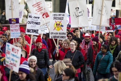 Teachers union rebuffs Chicago mayor's request to end strike