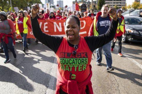 Talks stalled, striking Chicago teachers plan to up the ante