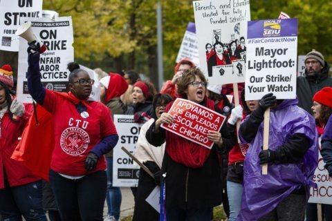 As teachers strike, Chicago mayor offers $838M deficit fix
