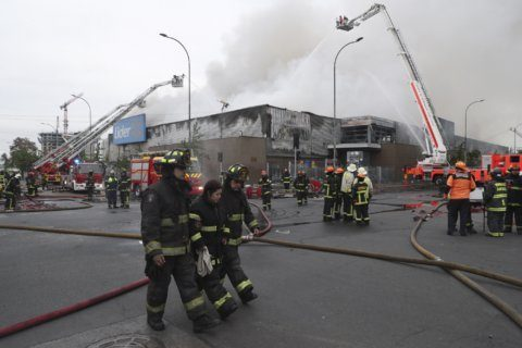 Chile violence continues despite gov't retreat on fare hike