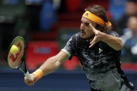 Djokovic beats Shapovalov to reach 3rd round in Shanghai