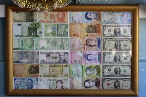 Cuba to let citizens buy imports with foreign currencies