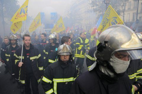 French firefighters protest working conditions, low pay