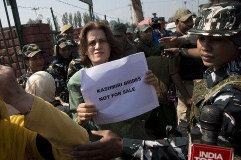 Police arrest Kashmir protesters, rebels kill truck driver