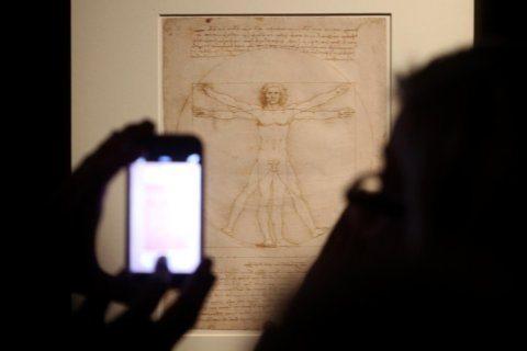 "Da Vinci's ""Vitruvian Man"" drawing can go on loan to Louvre"