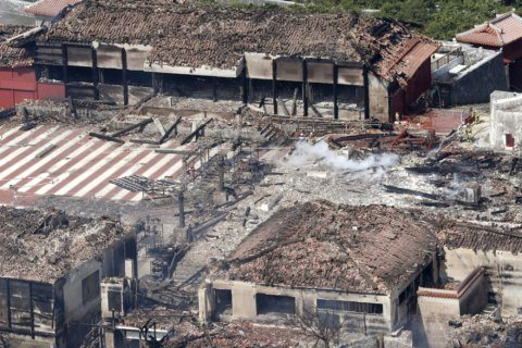 Investigators inspect ruined Okinawan castle for fire cause