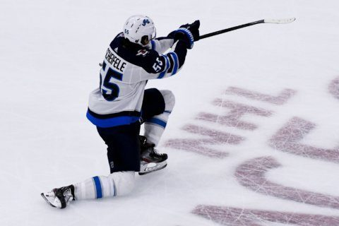 Scheifele scores in OT, Jets beat winless Blackhawks 3-2