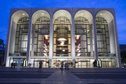 Met Opera starts regular Sunday matinees, breaking tradition