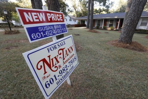 US mortgage rates rise this week but remain low