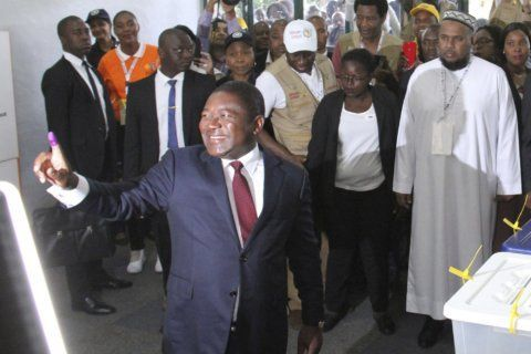 Mozambique votes in a crucial test of recent peace deal