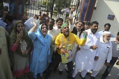 Pakistan's imprisoned former premier rushed to hospital